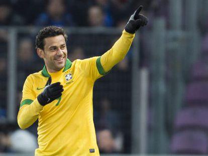 Fred comemora o gol do Brasil contra Itália em 2013.