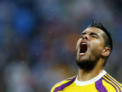 Sergio Romero grita depois de defender o primeiro pênalti holandês.