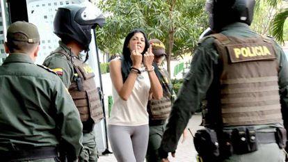 O momento em que 'Madame', acusada de ser a maior proxeneta de Cartagena, entra no tribunal