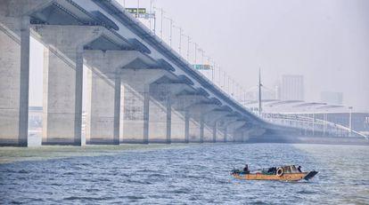 A ponte mais longa sobre o mar conecta as ex-colônias e Hong Kong e Macau com a cidade de Zhuhai.