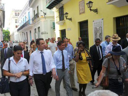 O governador de Nova York com empresários em Cuba