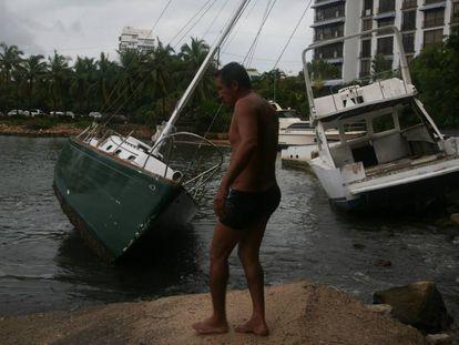 Danos em Acapulco (Guerreiro, México) na passagem do furacão Max