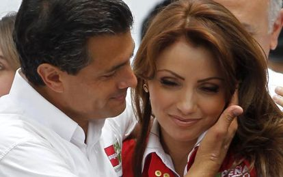 Angélica Rivera com seu marido, o presidente mexicano Enrique Peña Nieto, na campanha eleitoral de 2012.