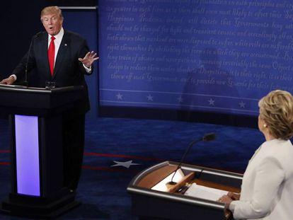 Imagem de terceiro debate presidencial entre Trump e Clinton.