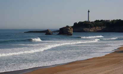 Vista do farol na Grande Plage antes da cúpula do G7, em Biarritz (França)