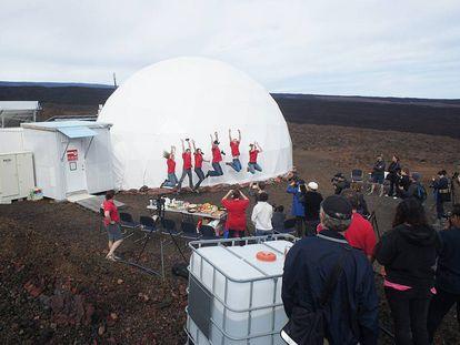 Participantes da simulação de uma viagem a Marte, no Havaí.