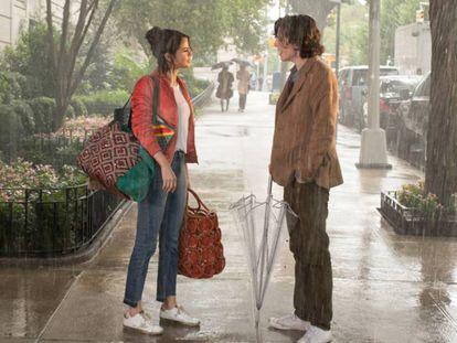 Selena Gomez e Timothée Chalamet em Dia de chuva em Nova York. No vídeo, trailer oficial do filme.