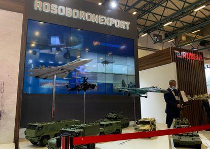 O estande da Rosoboronexport na 15ª edição da Feira Internacional da Indústria de Defesa no Centro de Convenções de Tuyap, em agosto de 2021.