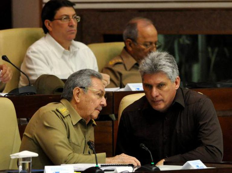 Raúl Castro na sessão extraordinária do parlamento.
