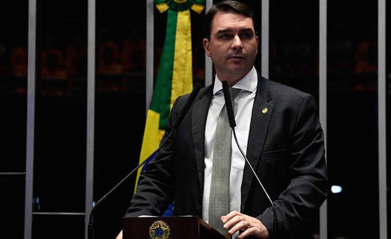 Flavio Bolsonaro no plenário do Senado.