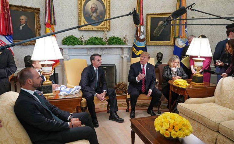 Eduardo Bolsonaro acompanha o presidente Jair Bolsonaro em visita a Trump