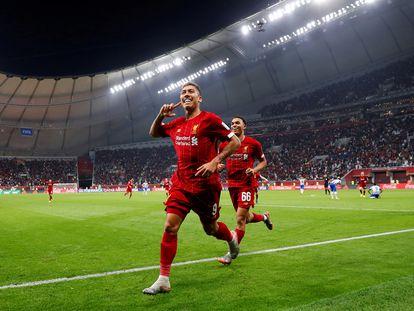Roberto Firmino comemora com Alexander-Arnold o gol da vitória contra o Monterrey.