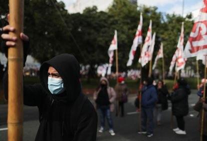 Manifestantes exigem melhores salários, vacinas e recursos em Buenos Aires, junho de 2021.