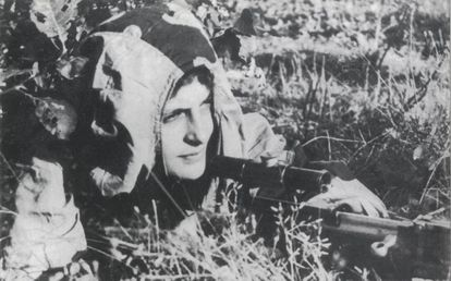 Liudmila Pavlichenko à espreita.