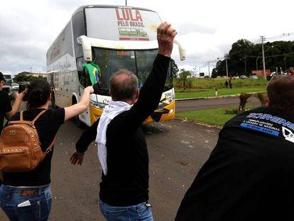 Protestos contra a caravana de Lula no sul do Brasil.