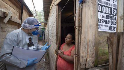 Profissionais da saúde dos Médicos Sem Fronteiras realizam exames médicos em São Bernardo do Campo.
