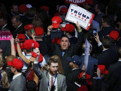 Simpatizantes de Trump no hotel Hilton de Nova York no qual comemoraram sua vitória na terça-feira