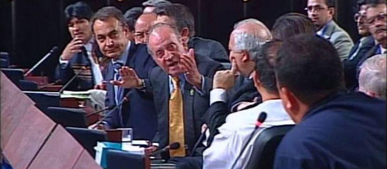 """Fotograma do momento """"Por qué no te callas"""" com o então rei espanhol Juan Carlos I, e o então primeiro ministro espanhol, José Luis Rodriguez Zapatero"""