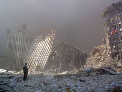 Escombros do World Trade Center em 11 de Setembro de 2001.