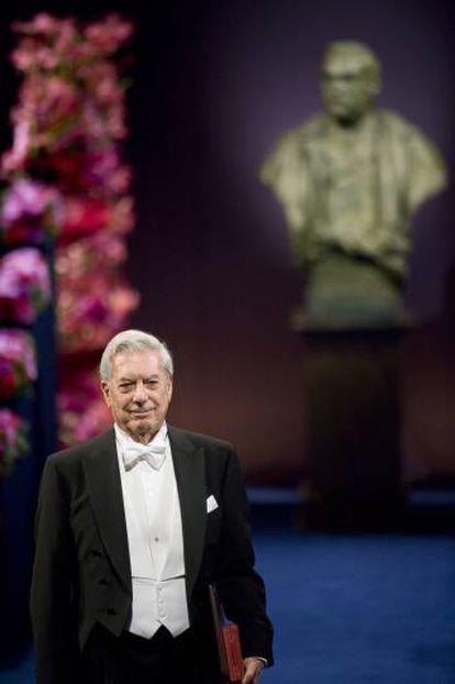 Vargas Llosa recebe o Nobel em 2010.