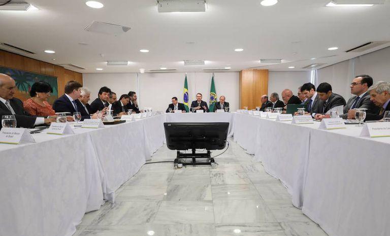 Bolsonaro e equipe participam da 17ª Reunião do Conselho de Governo, nesta terça-feira.