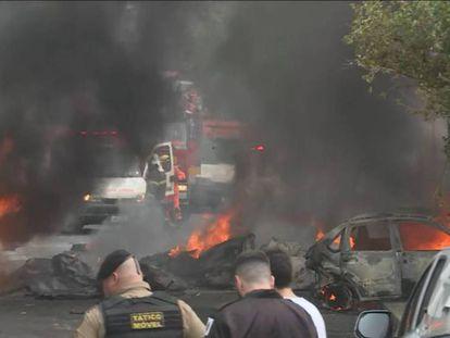 Aeronave caiu sobre veículos em bairro residencial de Belo Horizonte.