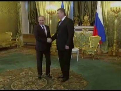 Moscou empresta 15 bilhões de dólares a Kiev e vai baratear gás