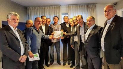 Bolsonaro e representantes de setores industriais nesta segunda.