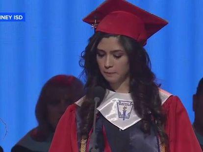 A melhor aluna de um colégio de Dallas revela em seu discurso que é 'ilegal'