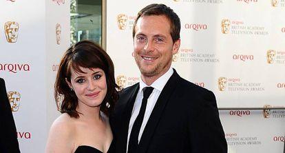 Claire Foy e seu marido, o ator Stephen Campbell Moore, em uma premiação de maio de 2012.