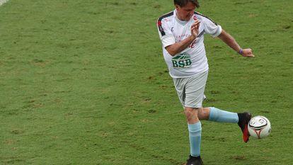 "O presidente Jair Bolsonaro participa nesta segunda-feira de jogo beneficiente por ""Natal Sem Fome"", na Vila Belmiro, Santos."