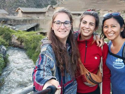 Nathaly Salazar Ayala, à direita, numa foto feita durante a viagem