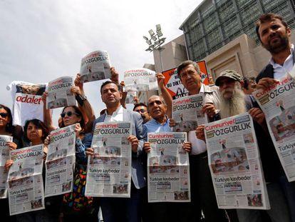 Concentração em defesa da liberdade de imprensa em Istambul