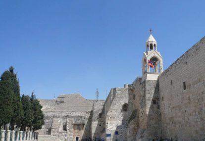 Igreja da Natividade, localizada em Belém, foi construída sobre uma caverna que, segundo a tradição cristã, marca o local de nascimento de Jesus.