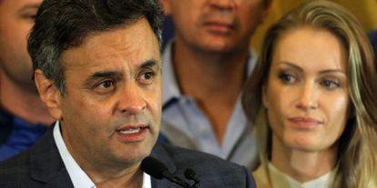 Aécio discursa em Belo Horizonte ao lado da esposa, Leticia Weber.