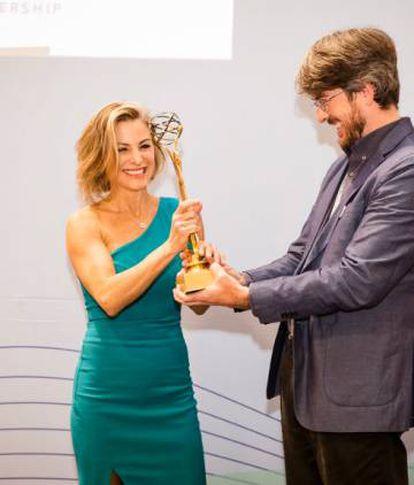 Silvinia Moschini recolhendo o prêmio Equals in Tech 2019, em 27 de novembro em Berlim.