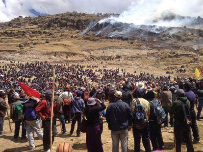 Manifestantes contrários ao projeto Las Bambas.
