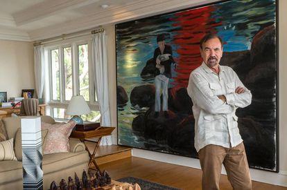 O empresário Jorge Pérez está à frente de um império imobiliário. Na imagem inferior, em Villa Cristina, sua mansão de Coconut Grove (Miami, Flórida), posa diante de 'The Hunter' (2016), do cubano Enrique Martínez Celaya