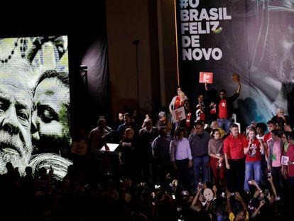 Petistas formalizam Lula como candidato à presidência em São Paulo.