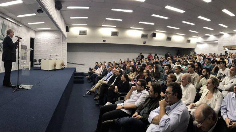 Ciro Gomes dá palestra na Universidade Municipal de São Caetano do Sul, em São Paulo, na noite de quarta-feira.
