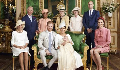 Imagem oficial do batismo de Archie Harrison Mountbatten-Windsor.