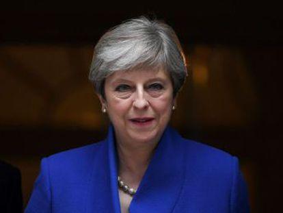 A primeira ministra conservadora fica abaixo da maioria absoluta a dez dias do início da negociação do Brexit