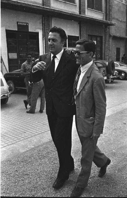 O cineasta com o também diretor, poeta e escritor Pier Paolo Pasolini, em 1961.