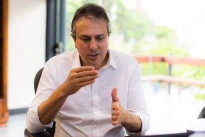 O governador Camilo Santana, que tem feito lives sobre o coronavírus.