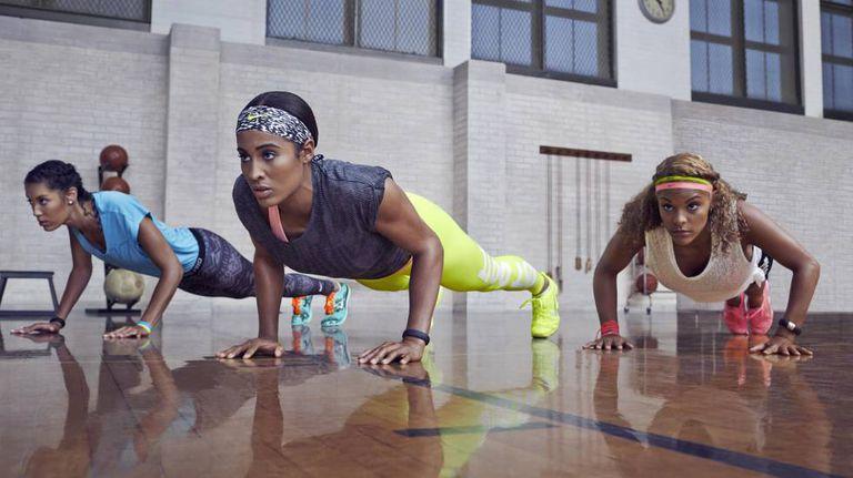 Mulheres exercitando-se