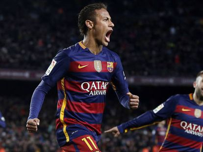 Neymar comemora após marcar.
