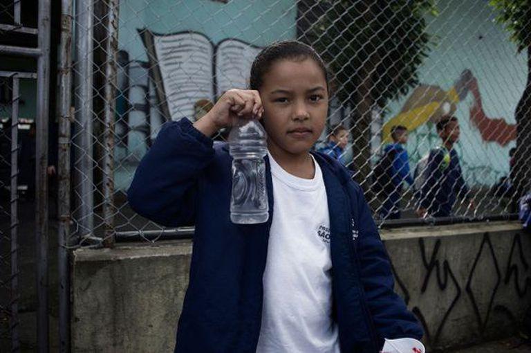 Na Emef Enéas Carvalho de Aguiar, a orientação aos pais é que os filhos tragam garrafinhas de água.