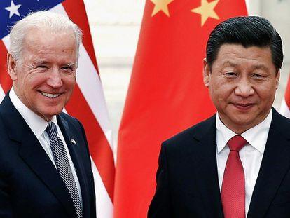 O presidente chinês, Xi Jinping, recebe em Pequim Joe Biden, à época vice-presidente dos EUA, em dezembro de 2013.