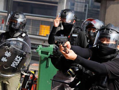 "Polícia ameaça uso de ""balas reais"" para conter as revoltas de Hong Kong"