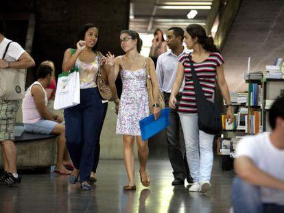 Estudantes da Universidade Estatal do Rio de Janeiro.